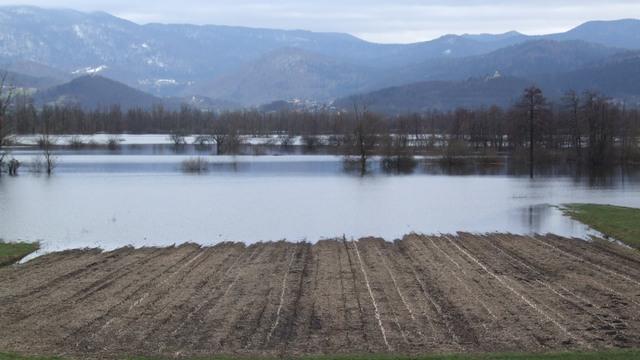 Voda je v zadnjih dveh dneh padla za dobrih 5 cm